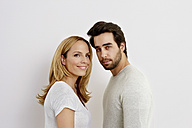 Portrait of couple in front of white background - CHAF000259
