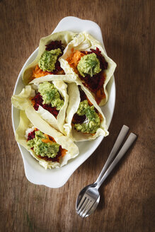 Grated vegetables, cauliflower, carrott, betroot with avocado dip in sweetheart cabbage leaves - EVGF001889