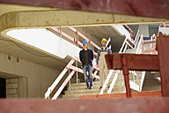 Construction worker and architect on construction site - FMKF001609