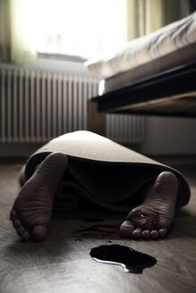 Corpse of woman rolled up in a carpet lying on floor of sleeping room - MID000477
