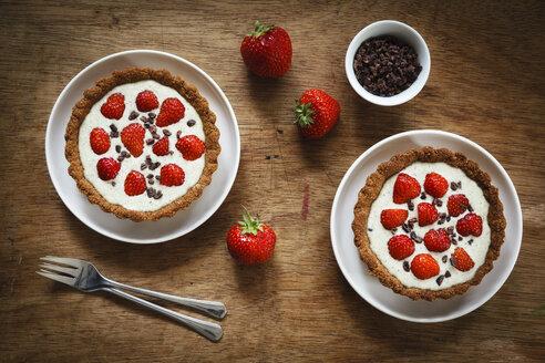 Whole meal strawberry pies with white chocolate hemp sauce - EVGF001864