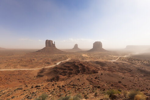 USA, Utah, View of Monument Valley, Navajo Nation Reservation - GIOF000045