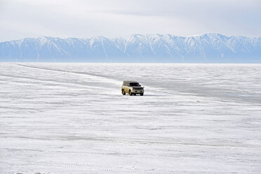 Russia, Lake Baikal, pickup truck driving on frozen lake - GNF001358