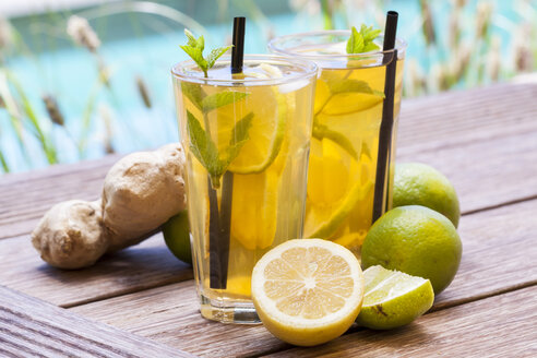 Homemade iced tea, lemonade with fresh ginger, lemon, lime and mint - JUNF000346