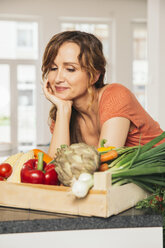 Portrait of woman with wooden box of vegetables - MFF001741