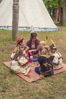 Germany, Saxony, Indians and cowboy party, Girls tinkering with beads - MJF001630