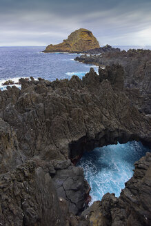 Portugal, Madeira, View to natural arch - FDF000095