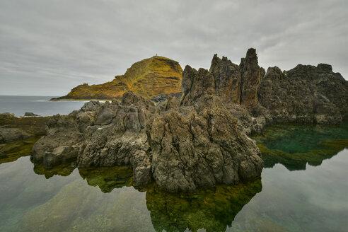 Portugal, Madeira, Rocky atlantic coast - FDF000096