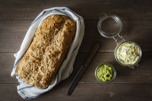 Avocado cream, herb butter and wholemeal spelt bread - EVGF001900