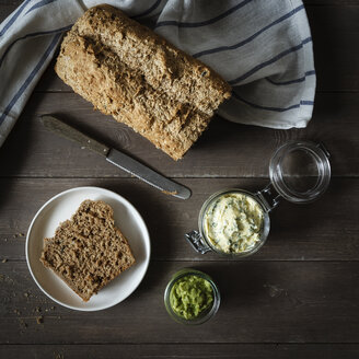 Avocado cream, herb butter and wholemeal spelt bread - EVGF001901