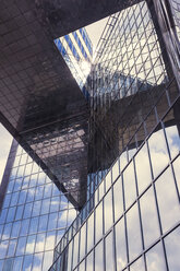 UK, London, glass facade of an office building in the financial district - ZM000398