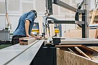 Carpenter working in workshop - JUBF000034