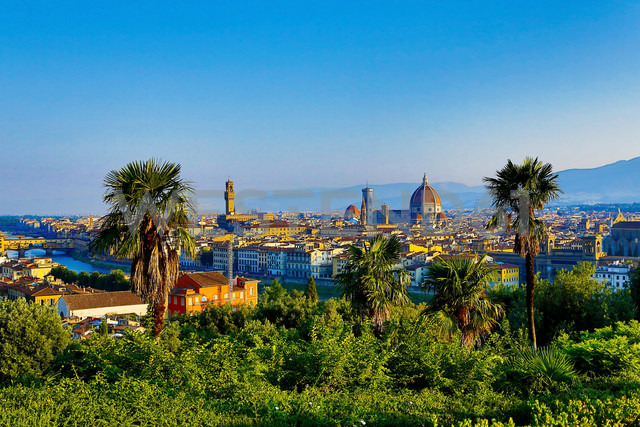Italy, Florence, cityscape as seen from Piazzale Michelangelo - MAEF010804 - Roman Märzinger/Westend61