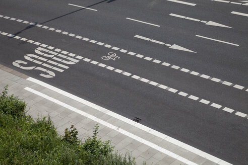 Germany, Hamburg, view of empty street with different road markings - WIF002236