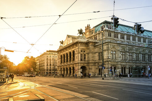 Austria, Vienna, Opernplatz at sunset - PUF000378