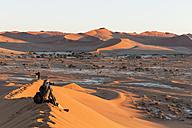Namibia, Namib Desert, Namib Naukluft National Park, tourist photographing landscape - FOF008168