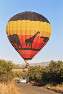 South Africa, North West, Bojanala Platinum, hot-air balloon at Pilanesberg Game Reserve - FO008195