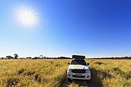 Botswana, Kalahari, Central Kalahari Game Reserve, parking off-road vehicle with roof tent - FOF008274