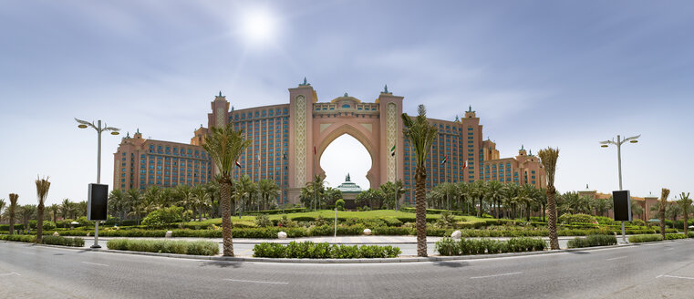 United Arab Emirates, Dubai, Panoramic view of the Atlantis the Palm Hotel - NKF000312