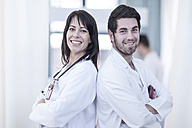 Portrait of two smiling doctors - ZEF006751