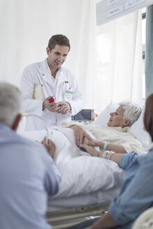 Family and doctor visiting patient in hospital - ZEF006769
