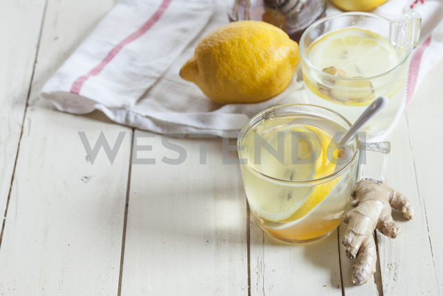 Hot lemon-ginger infusion with honey - SBDF002188
