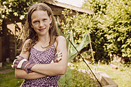 Portrait of confident girl in garden - MFF001869