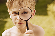 Boy looking through magnifier - MFF001894