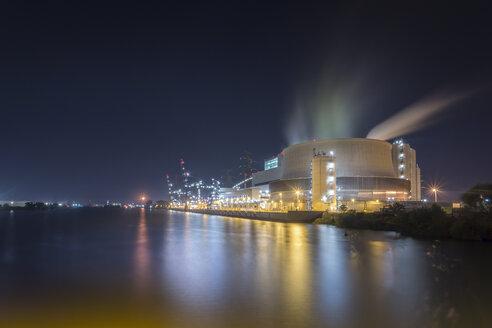 Germany, Hamburg, Coal-fired Power Station Moorburg at Elbe river at night - NKF000313