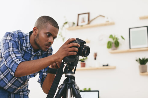 Young man at work in his photographic studio - EBSF000765