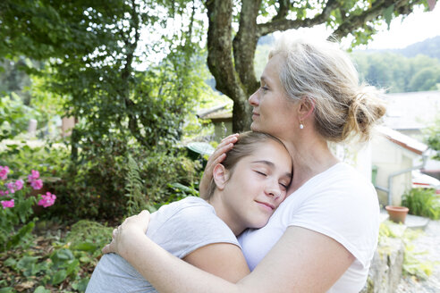 Mother and daughter hugging - SGF001789