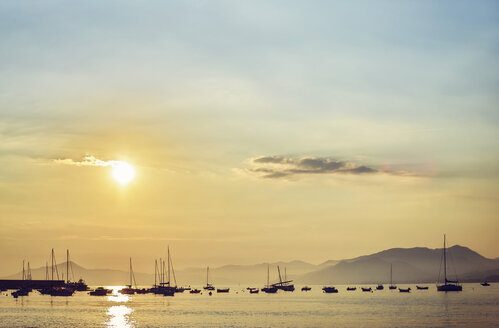 Italy, Liguria, Sestri Levante, boats on the sea at sunset - DIKF000153