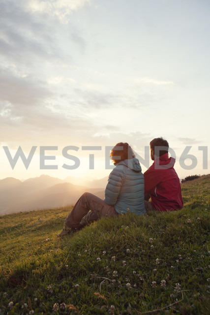 Austria, Tyrol, Unterberghorn, two hikers resting in alpine landscape at sunrise - RBF002960 - Rainer Berg/Westend61