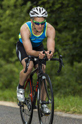 Germany, Baden-Wuerttemberg, triathlete on bicycle - STSF000819