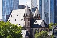 Germany, Frankfurt, Leonhardskirche in front of financial district - SIEF006653