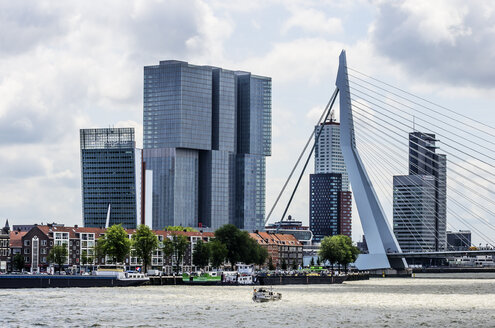 Netherlands, Rotterdam, view to city centre with Erasmusbrug in the foreground - THAF001405