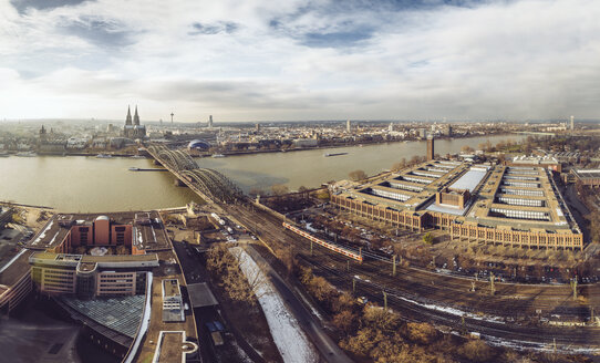 Germany, Cologne, view to the city with Rhine River and Hohenzollern Bridge from Deutz - MFF002086