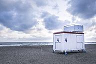 Germany, Mecklenburg-Western Pomerania, Warnemuende, Baltic Sea, Lifeguard's Cabin at beach - ASCF000232
