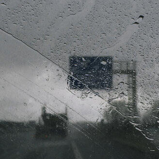Raindrops on windscreen - GCF000070