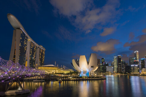 Singapore, Central business district, Marina Bay Sands Hotel in the evening light - TOV000016