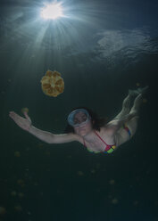 Palau, woman diving surrounded by jellyfish - TOVF000018