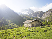 Italy, Piemont, Maira Valley, barn in the mountains - LAF001453