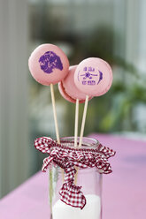 Lollipop macarons with stamped motifs - MYF001102