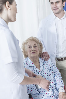 Doctor and nurse with elderly patient - ZEF007270