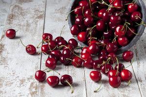 Cherries on wood - CSF025981