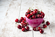 Bowl of cherries on wood - CSF025984