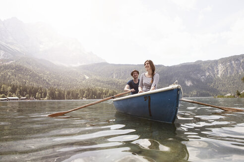 Germany, Bavaria, Eibsee, couple in rowing boat on the lake - RBF003036