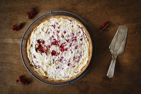 Wholemeal currant cake with marzipan and honey-meringue - EVGF002022