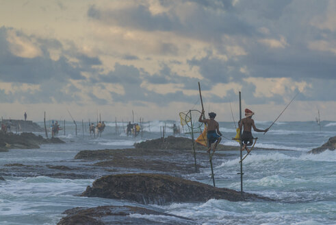 Sri Lanka, Galle, stilt fishermen - TOV000019
