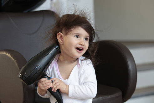 Portrait of little girl with hair dryer - TMF000020